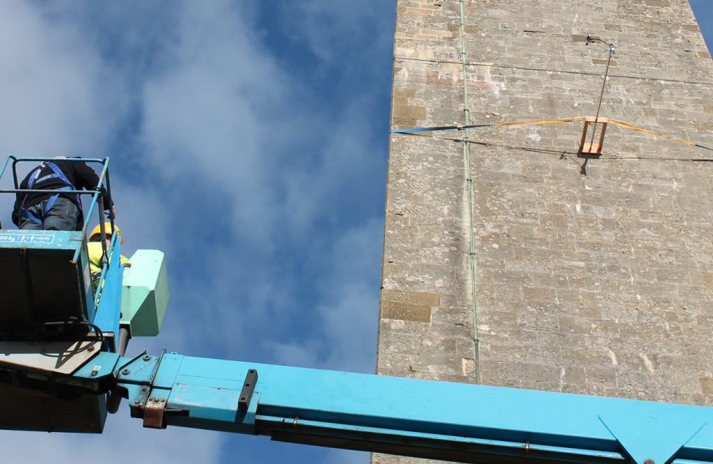 Mounting mid-tower anemometer away from building